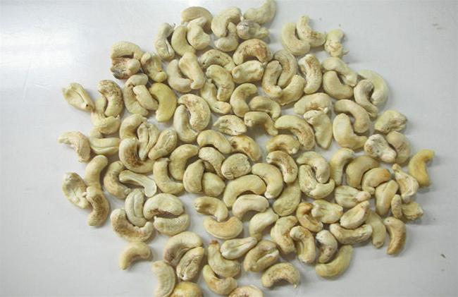 myan-cashew-exporter-lbw-320-lightly-blemished-wholes